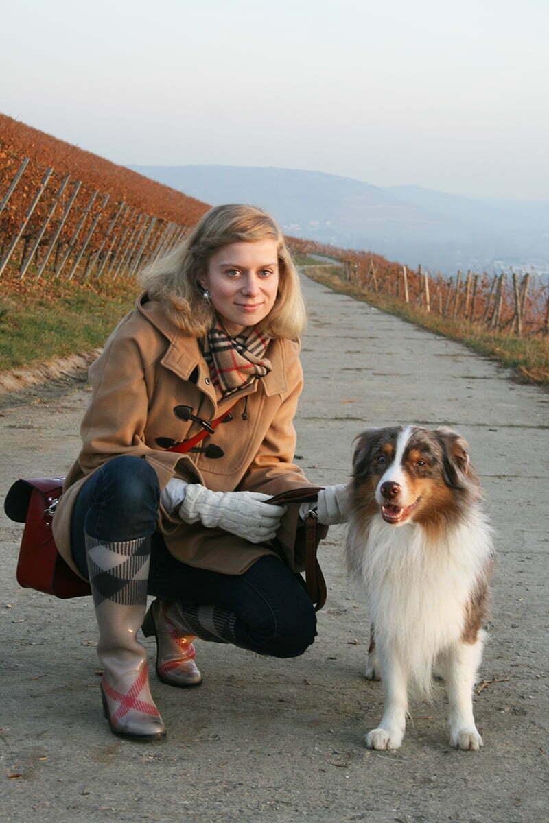 Daniela Uhrich vom Lady-Blog trägt Schal und Gummistiefel von Burberry