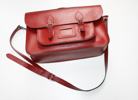 "Rote Ledertasche von ""Leather Satchel Company"""