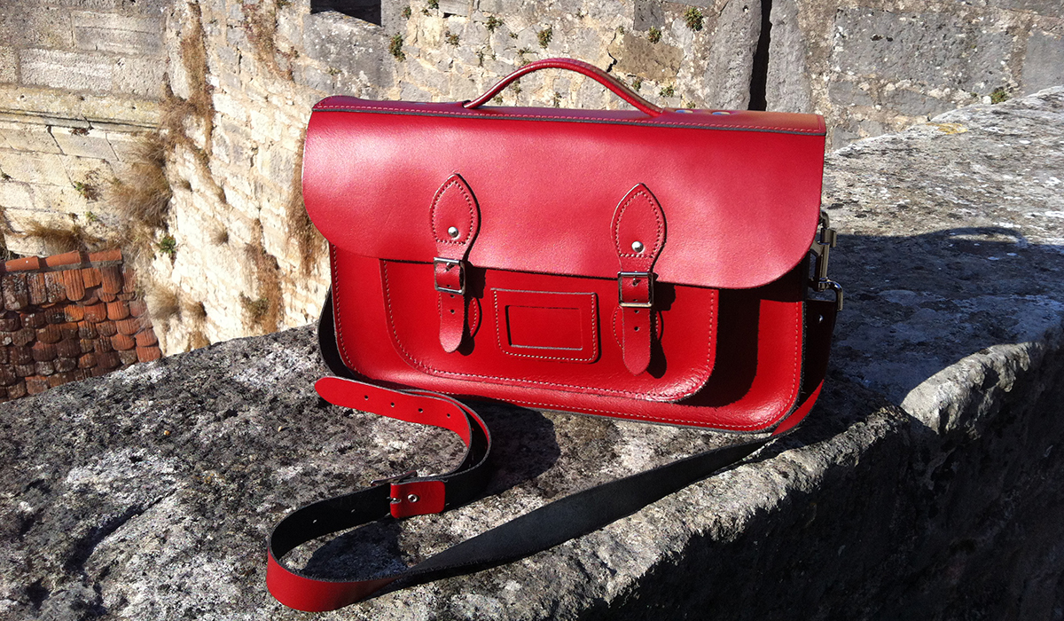 "Rote Ledertasche von ""Leather Satchel Company"""