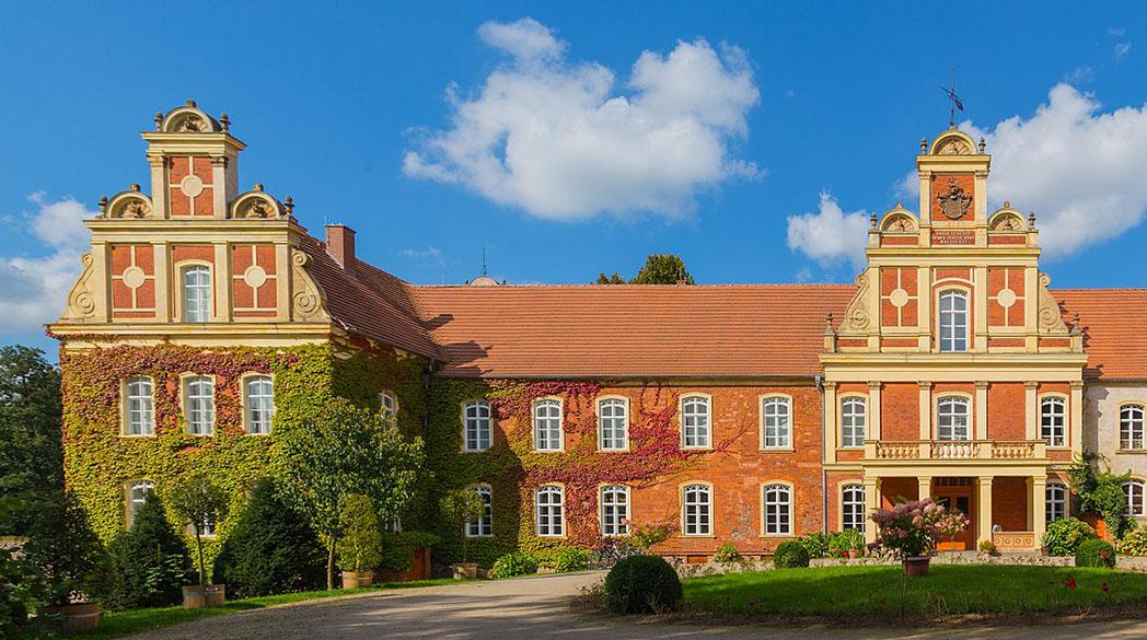 Schloss Meyenburg: Eintauchen in die Modegeschichte