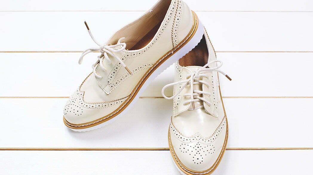 Der Lady-Trend: weiße Schnürschuhe