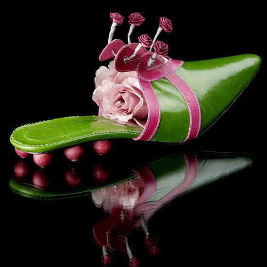 """Eine """"Schuh-Skulptur"""" der Budapester Designerin Zita Attalai, deren Liebe dem Barock und dem Rokoko gilt"""