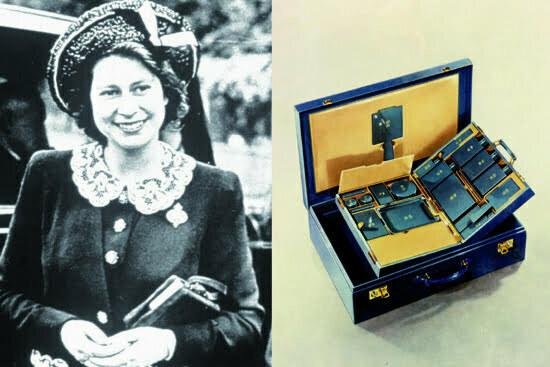 Queen Elisabeth and Travel Case