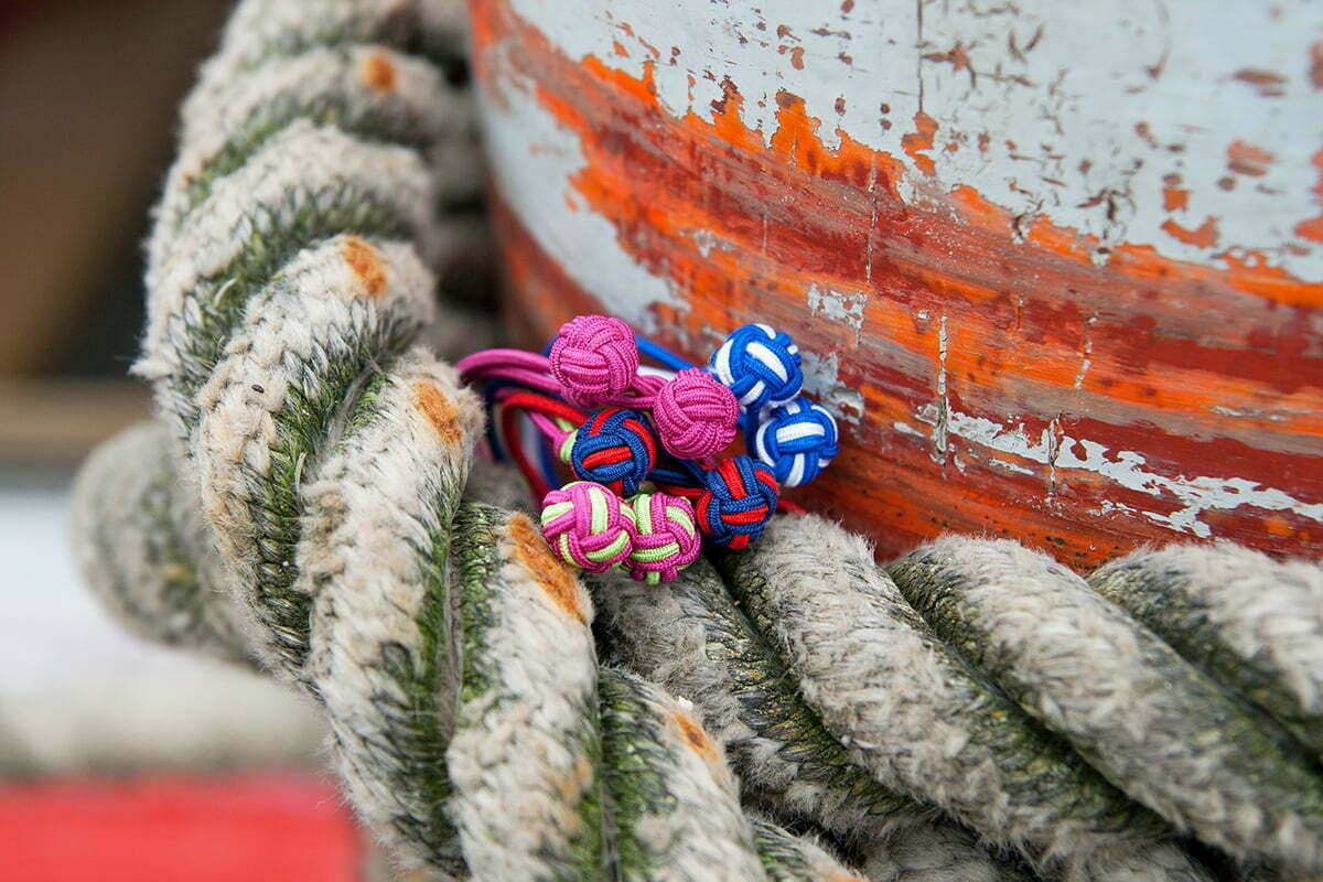 Seidenknoten-Armbänder von Paul Hewitt
