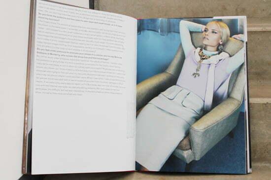 Raf Simons erste Kollektionen für Dior werden ebenfalls im Bildband gezeigt