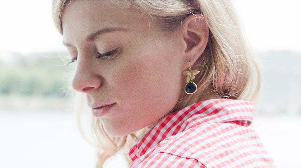 Bluse von byMi und Ohrringe von SchwesterSchwester