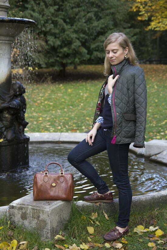 """Daniela Uhrich vom Lady-Blog trägt eine Steppjacke von Joules und eine Tasche von """"The Bridge"""""""