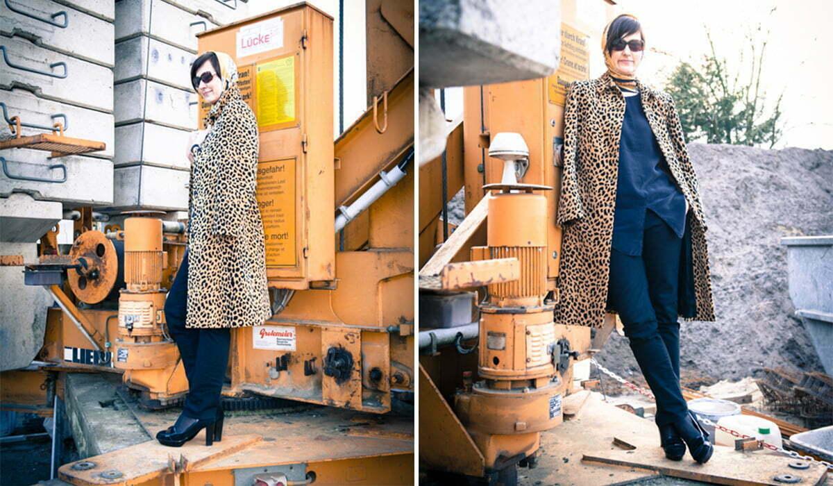 Sybilles Look: Unterwegs im Leoprint-Mantel