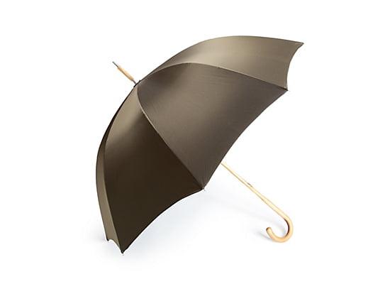 Servus am Marktplatz: Regenschirm aus Kirschholz