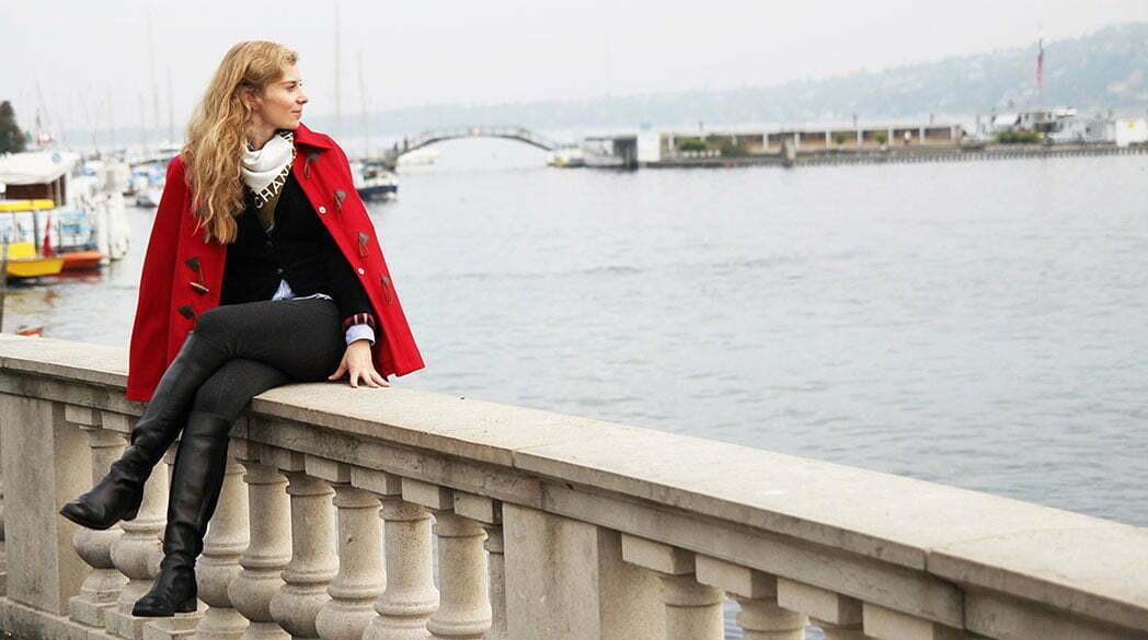 Daniela Uhrich vom Lady-Blog in einem Cape von Alexander McQueen