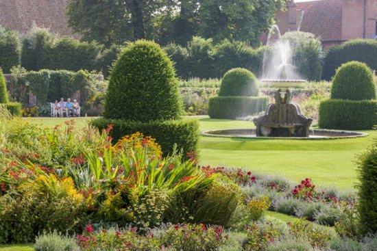 Etwa eine halbe Million Gartenliebhaber besuchen jährlich The National Gardens Scheme