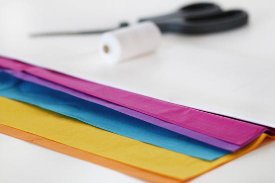 DIY: Pompoms Kette aus Seidenpapier