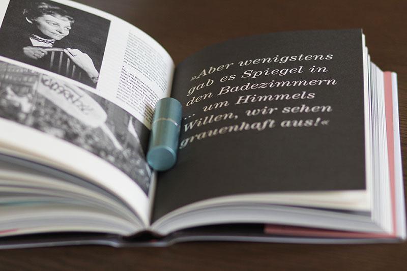 Henriette Schroeder: Ein Hauch von Lippenstift für die Würde