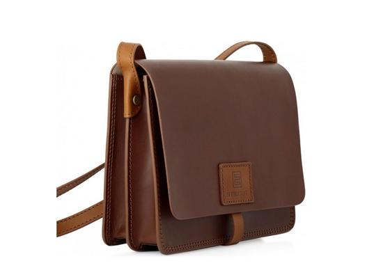 StilGut Handtasche mit Tragegurt in cognac-braun