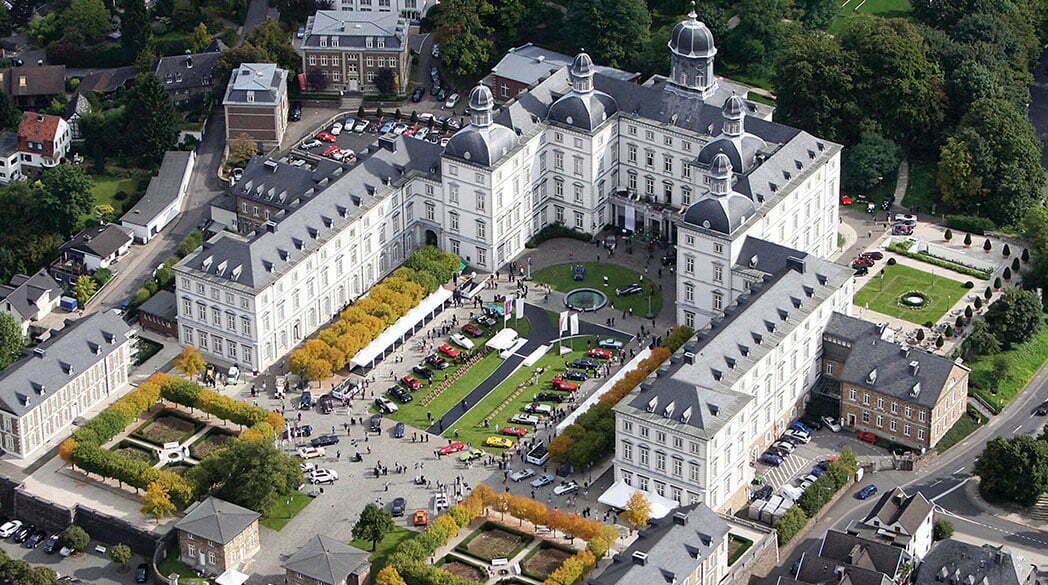 Oldtimer-Parade auf Schloss Bensberg