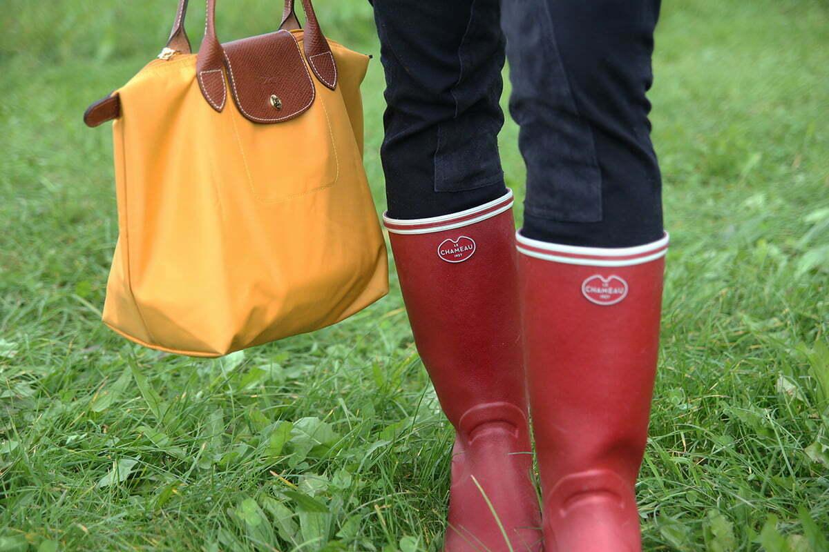 Outfitpost: Reiter-Look in Rot, Blau und Gelb