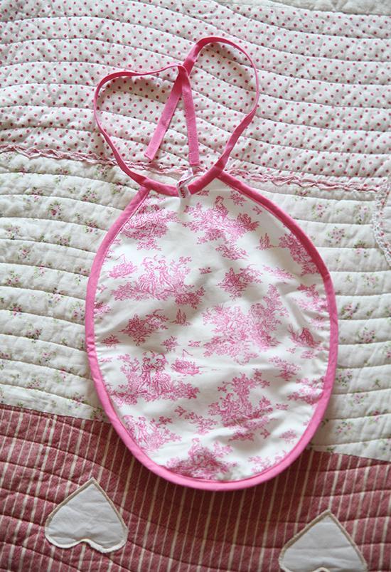 Geschenke zur Geburt: Personalisiertes Lätzchen
