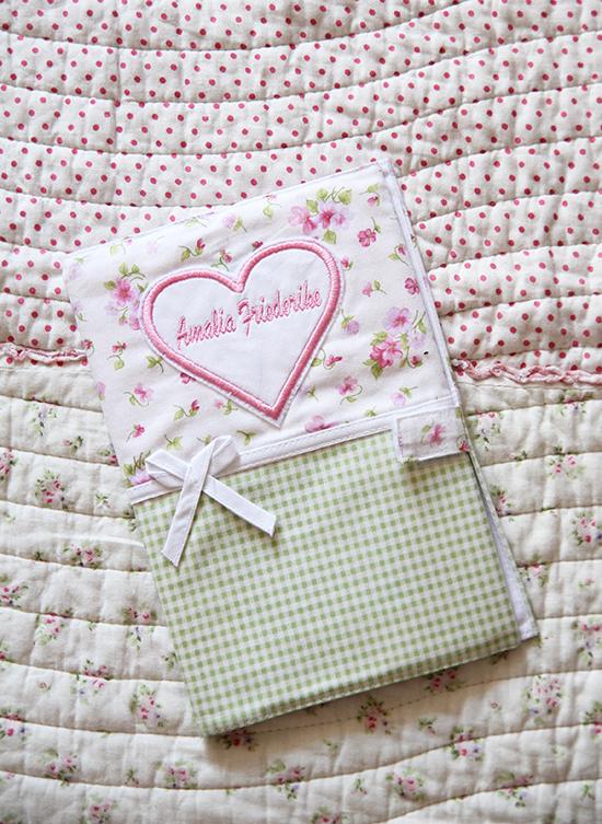 Geschenke zur Geburt: Besticktes U-Heft