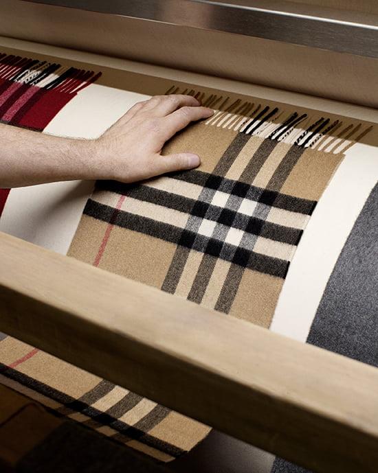 Die Herstellung eines Burberry-Schals