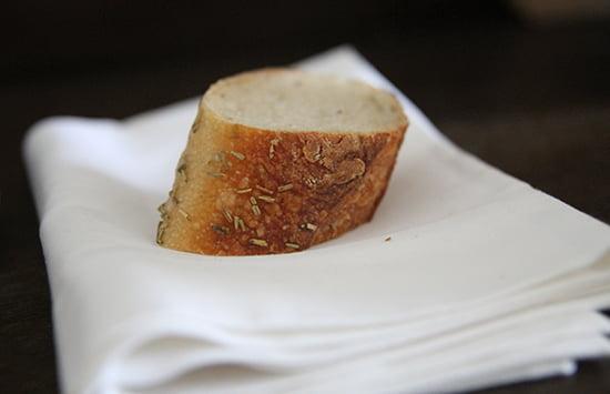 Zum Winter-Ratatouille schmeckt am besten ein frisches Weißbrot