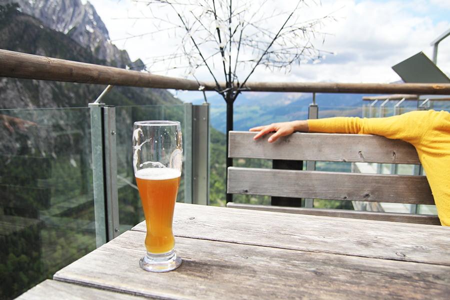 Auf der Terrasse der Dolomitenhütte in Osttirol