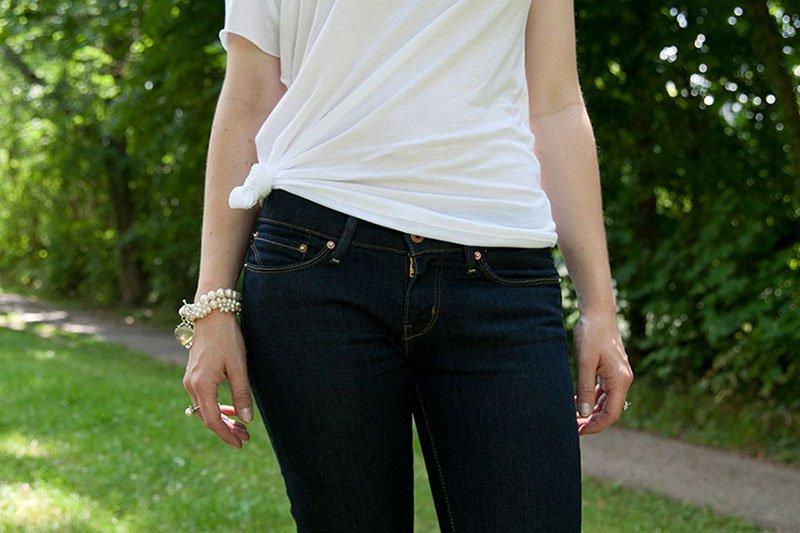 Die Basisgarderobe der Lady: Einfaches, weißes T-Shirt