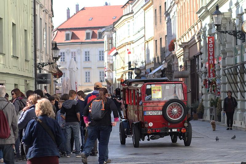 Bratislava-Tipps: Eine Stadtrundfahrt im Oldtimer-Zug