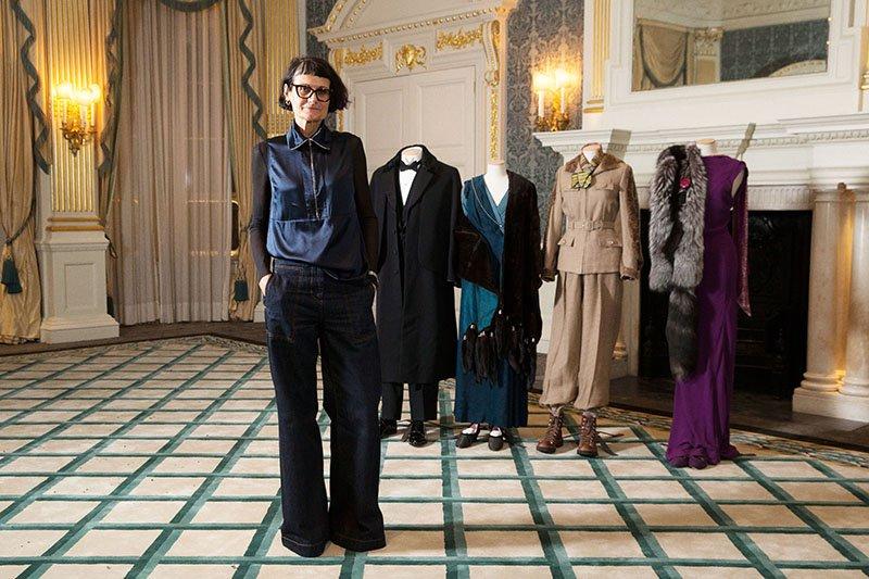 """Alexandra Byrne vor ihren Kostümen für """"Mord im Orientexpress"""""""