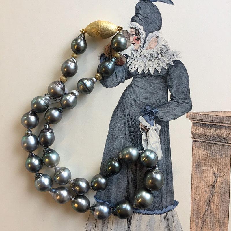 Perlenketten sind Klassiker - auch für junge Ladys!