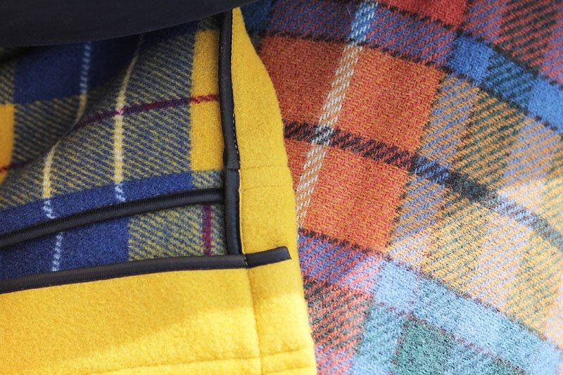 Tartan-Muster: Dufflecoat von London Tradition und Wolldecke von Bronte Tweeds