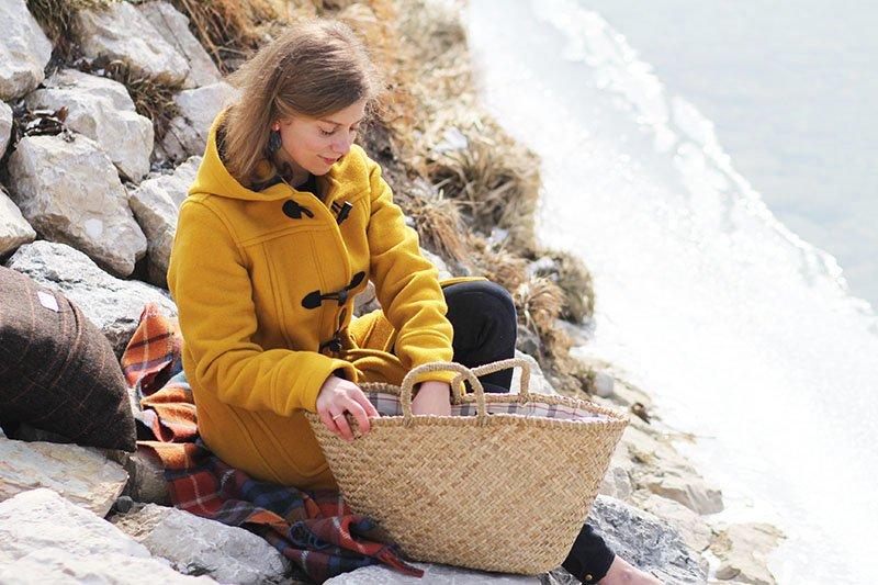 Daniela Uhrich vom Lady-Blog träg einen gelben Dufflecoat von London Tradition
