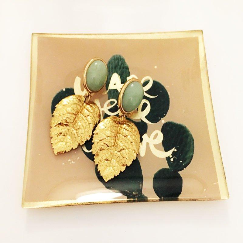 Ohrring-Knigge: Goldene Ohrringe von Schwester-Schwester