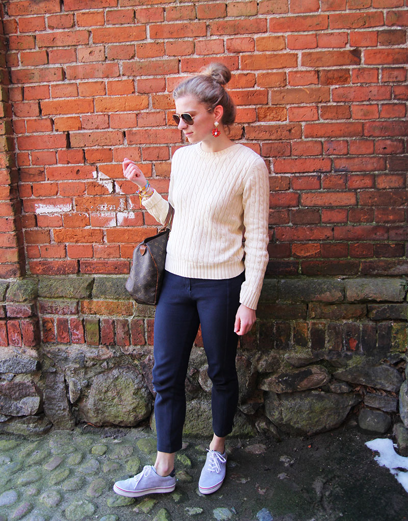 Der Preppy-Look mit Sneakern