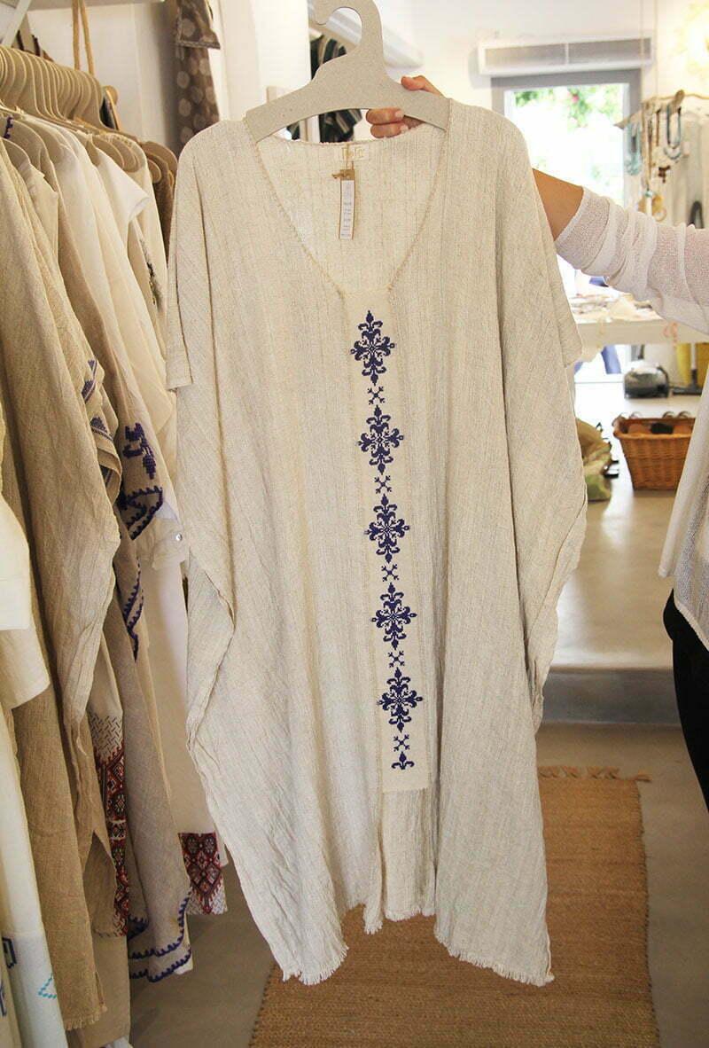 Griechische Mode: Handbestickter Leinen-Kaftan von Gorgo La Meduse