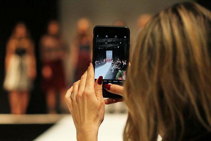 Tracht bei Nacht: Kinga Mathe Fashion-Show