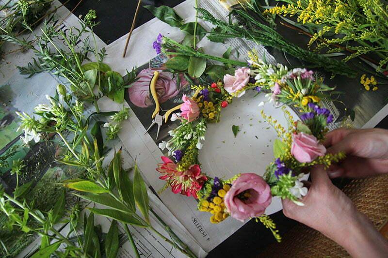 Salonettegirls: Kranz aus Wildblumen binden