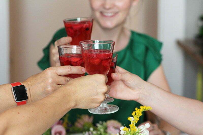 Salonettegirls: Erdbeerbowle von Susanne Ackstaller