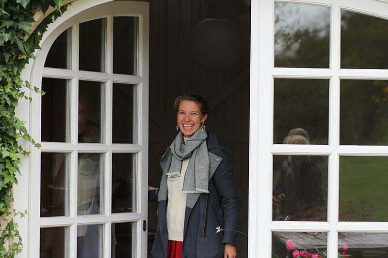 Theresa Baumgärtner vor ihrem Hazelnut House