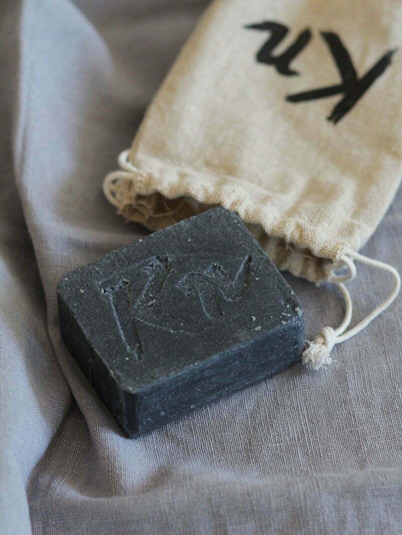 Karbonoir: Schwarze Seife mit Aktivkohle