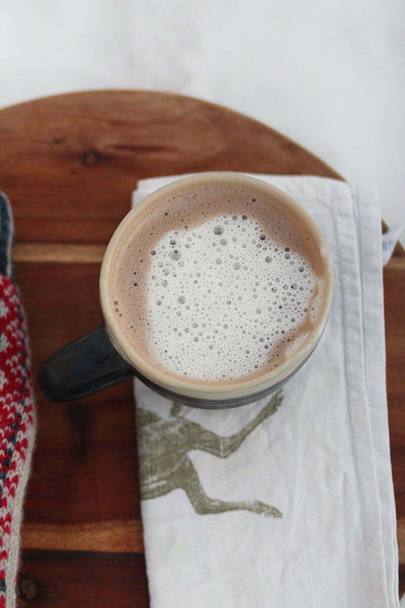 Zuckerfreier, milchfreier Kakao mit Cashewmus