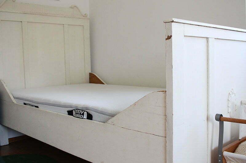 BODYGUARD: Eine Kinder-Matratze in Sondergröße für ein Bauernbett