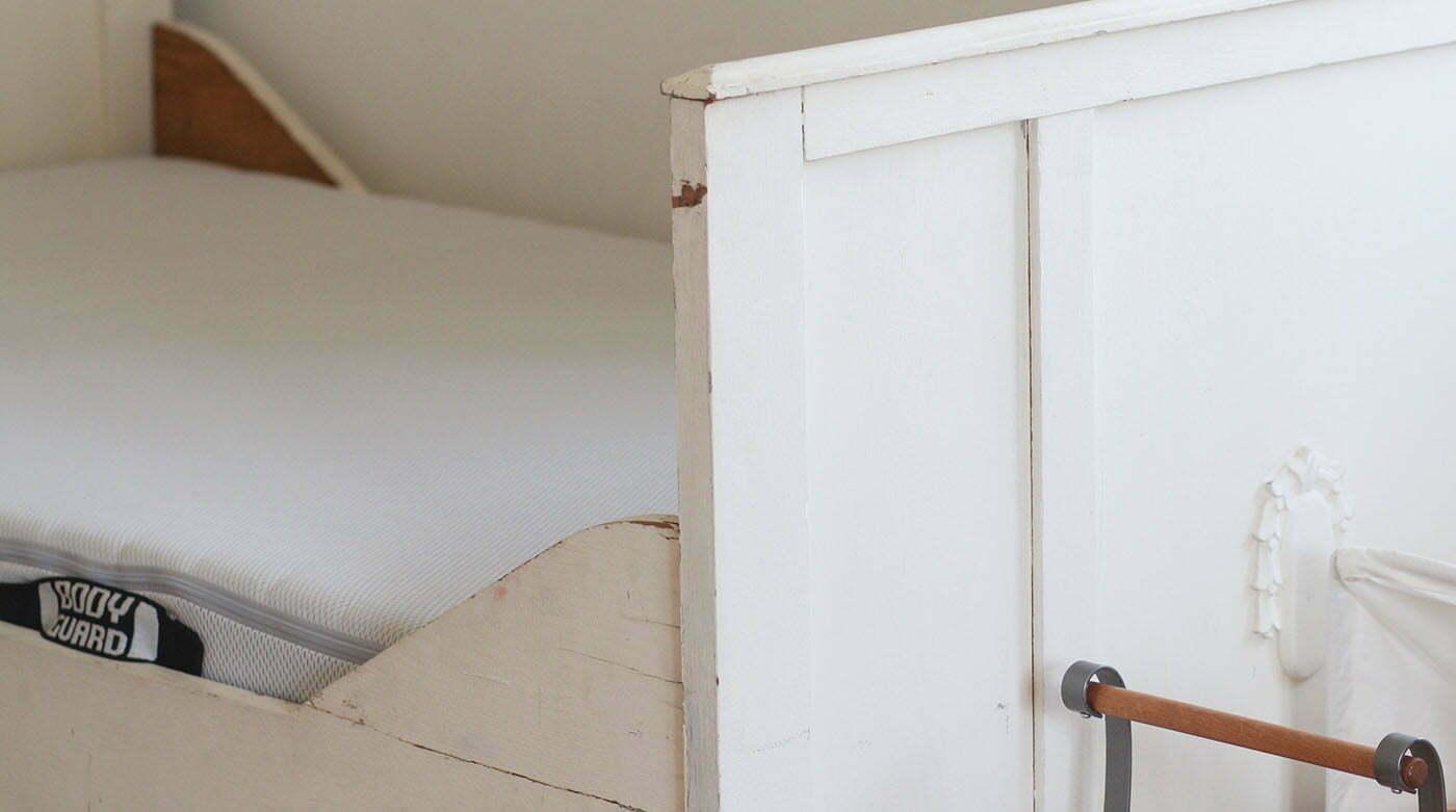 BODYGUARD: Eine Matratze in Sondergröße für ein Bauernbett