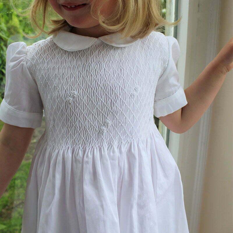 Kragenmatz: Gesmokte Kinderkleidung