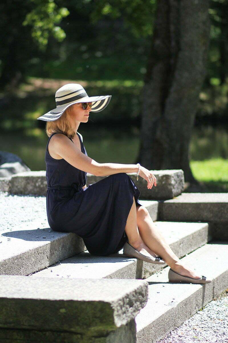 Daniela Uhrich trägt ein Wickelkleid von Armedangles